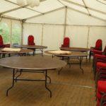 Festzelt Innenansicht mit Banketttische und Bankettstühle in Salzgitter