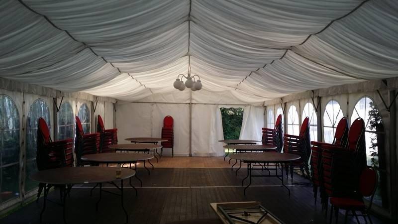 Zeltverleih Hochzeitszelt mit Zelthimmel und Mobiliar und Equipment