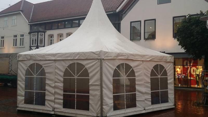Pagodenzelt in Innenstadt von Gifhorn