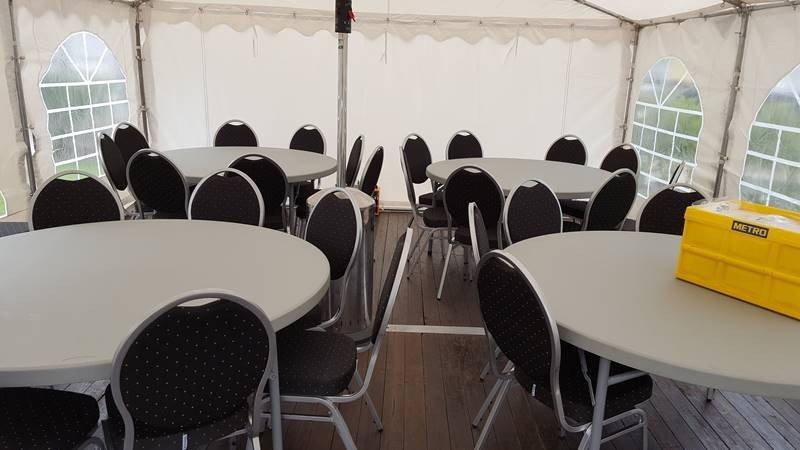Partyzelt 5x6m mit Tische und Stühle in Goslar