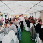 Gäste im Festzelt beim Sommerfest in Siersse