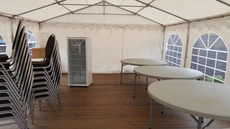 Partyzelt 5x8m mit Boden und Mobiliar mieten Sie bei Mutz Zeltverleih